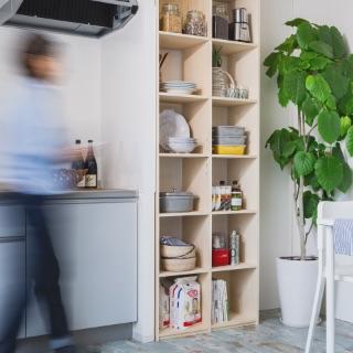 使いにくいキッチンは壁面収納で大変身。オープン収納でどこに何をしまったのか一目瞭然で分かります。シンプルなデザインだから、カフェ風インテリア等、どんなテイストにも合います。