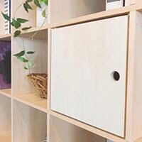 DIY感覚で設置できる転倒防止用アジャスターLABRICO(ラブリコ)の商品ページです。壁を傷つけずに固定でき、賃貸や一人暮らしのお部屋にもオススメ。