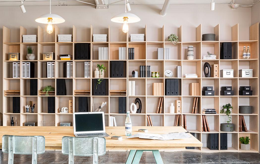 壁面収納の「しまえるカレンダー」でスケジュールも書類も一元管理