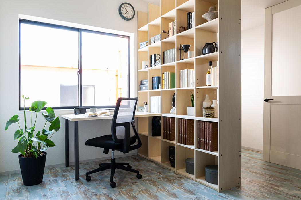 様々なシーンで活躍する【壁面収納OSAMARU】は、オフィスに高効率と可能性をもたらします