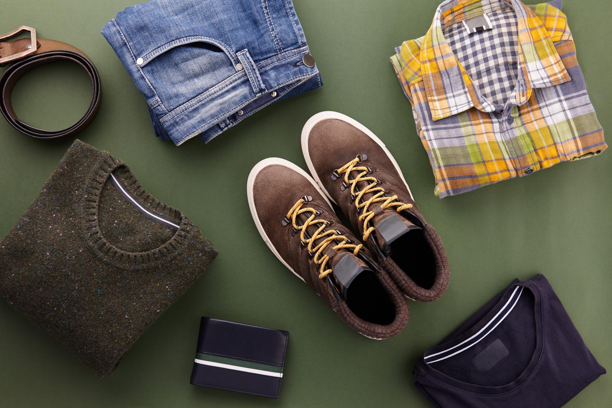 オーダーメイドの壁面収納でクローゼットに服も靴もキレイに収納