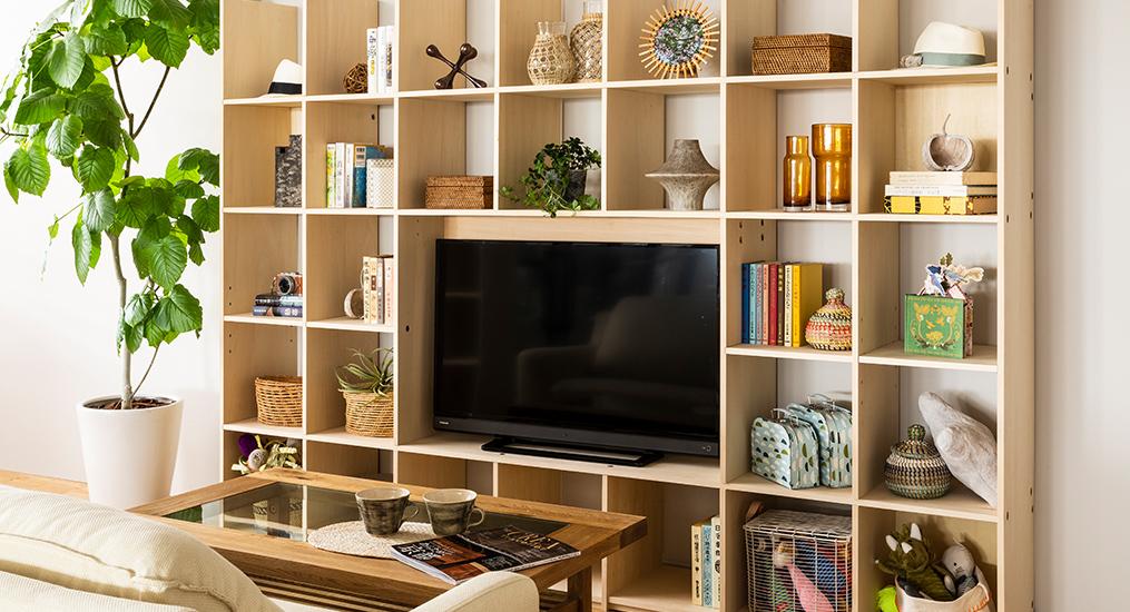 テレビ台はロータイプより、突っ張り固定の壁面収納が賢い選択