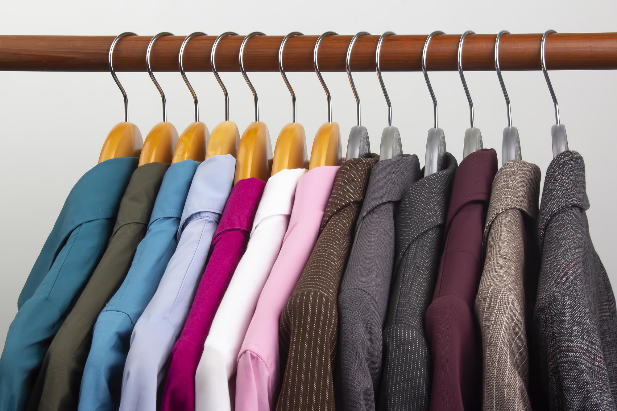 クローゼットにアウターの衣類が多い