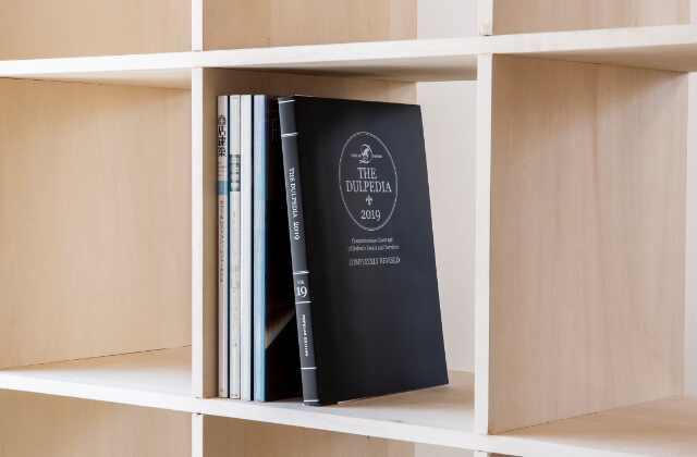 壁面収納OSAMARUの本棚で「ほっと落ち着く」憩いの場