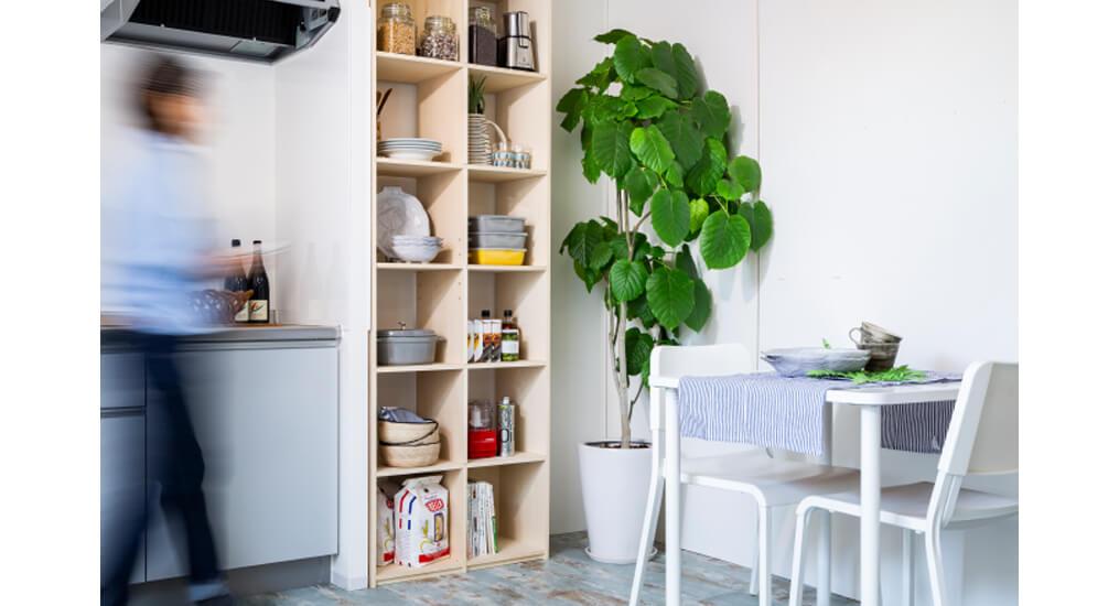 DIYでもっとスマートなキッチンを!壁面収納の食器棚を自分で作る方法とは?