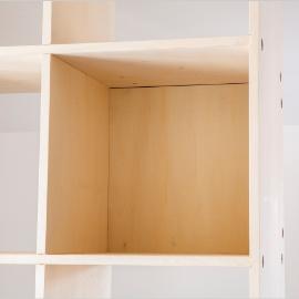 壁面収納と「つっぱり棒」で実用的な洗面所をDIY