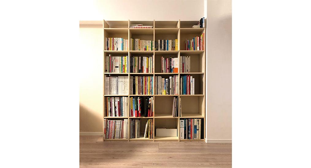 オーダーメイドの壁面収納を使って、お仕事で使う本を綺麗に収納